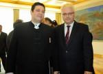 Predsjednik RH prof. dr. sc. Ivo Josipović dodjeljuje odlikovanje Red hrvatskog pletera Željku Heimeru (foto: Ured predsjednika)