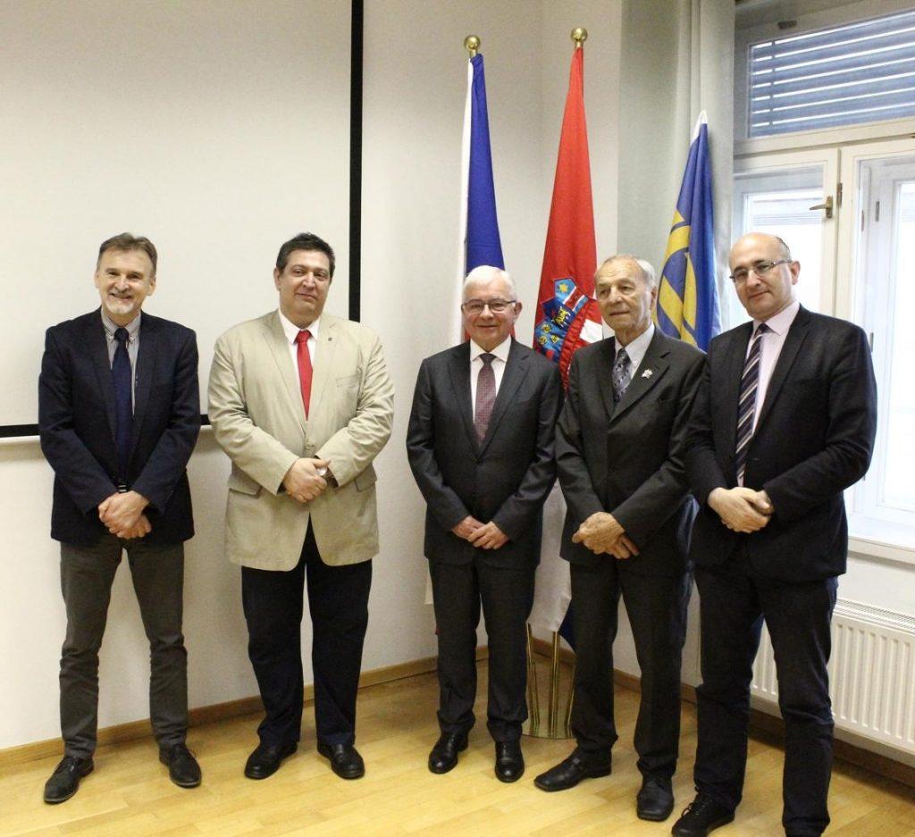 S lijeva na desno: Juraj Bahnik, (Češka beseda Zagreb), pk dr. sc. Željko Heimer (HGZD), Nj. E. g. Vladimír Zavázal, veleposlanik Češke Republike, Andrija Karafilipović (KHDP), Marijan Lipovac (Hrvatsko češko društvo).